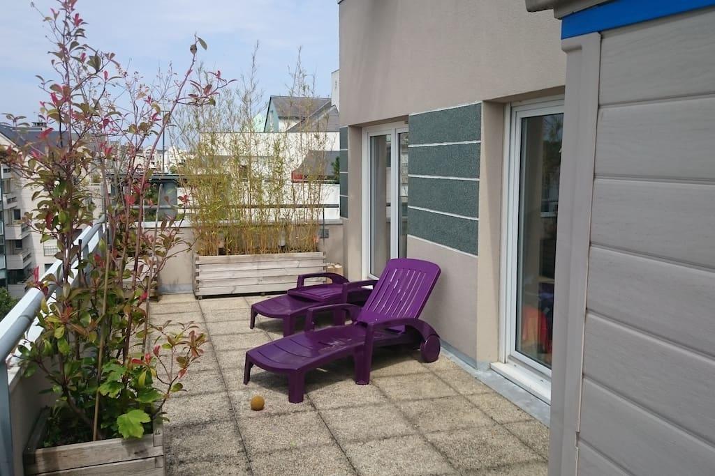 La terrasse pour prendre le soleil.