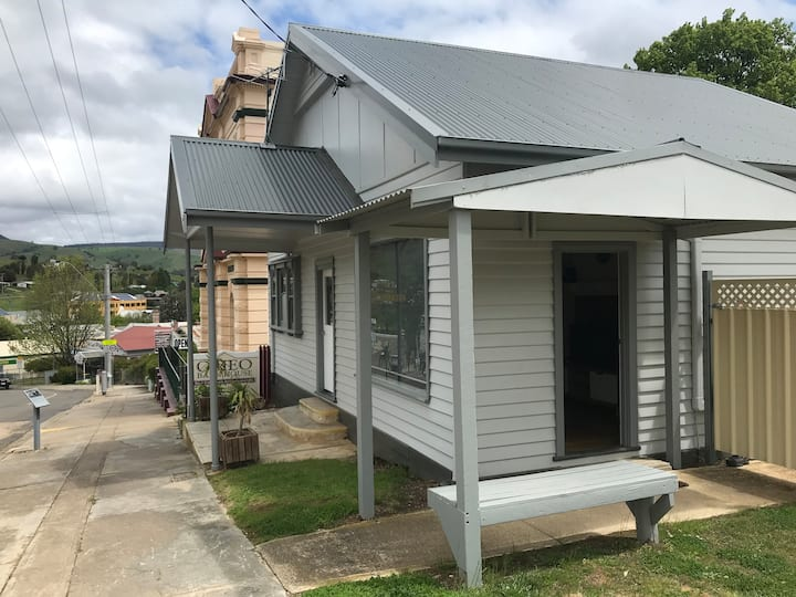 Centrally located, newly renovated Cottage