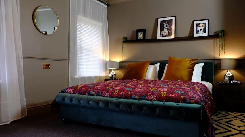 Superior Super King Bedroom with en-suite