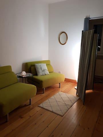 Das Schlafzimmer kann mit einem, zwei oder einem Doppelbett vorbereitet werden.