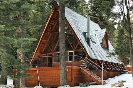 Midcentury A-Frame Cabin Sleeps 8 with new HOT TUB - Homewood