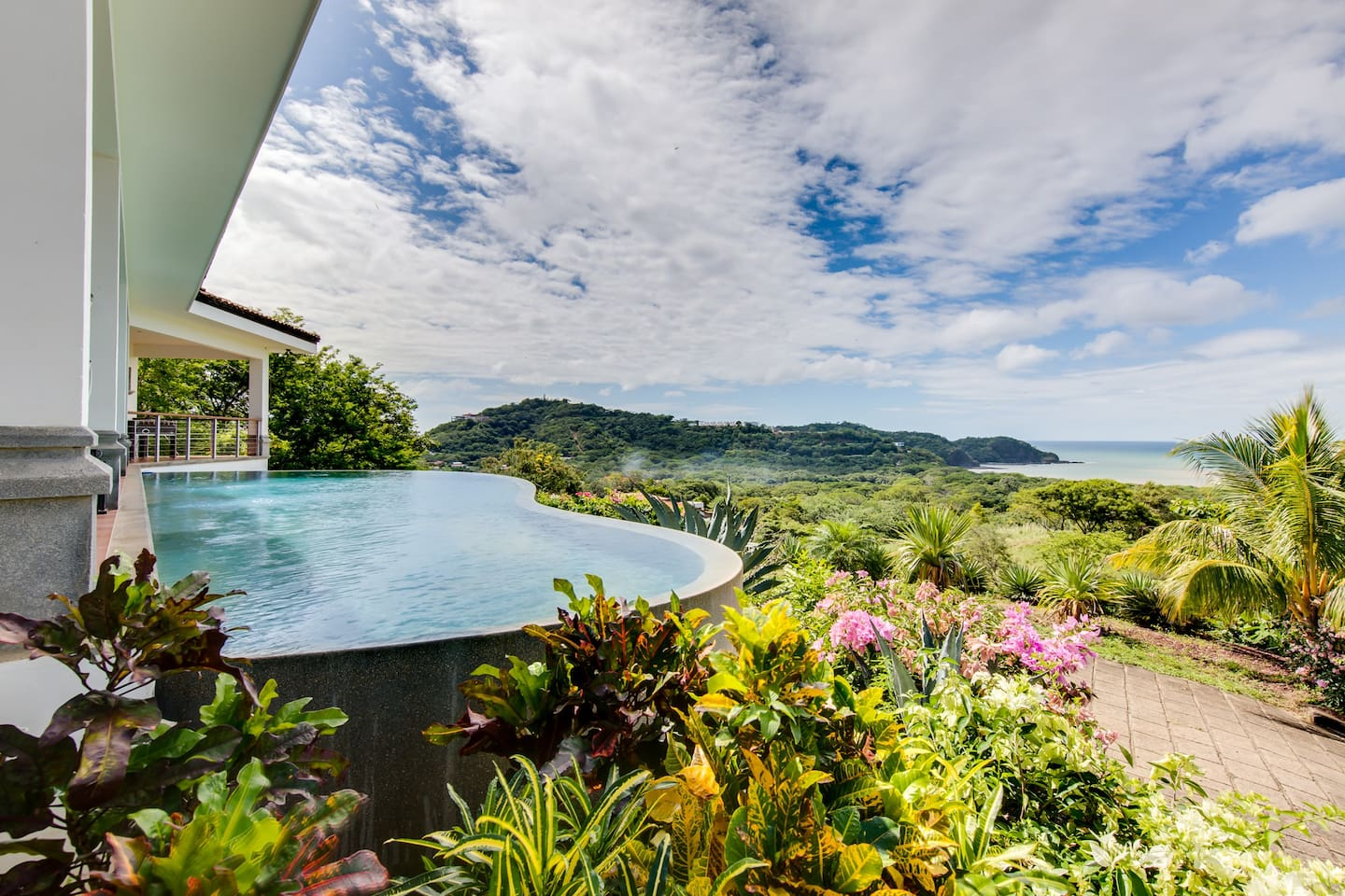 Casa Irie - Private infinity pool &  lush gardens overlooking the Pacific