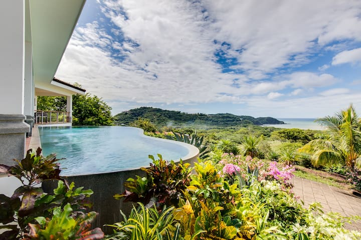 Private Infinity Pool and Ocean View close to town
