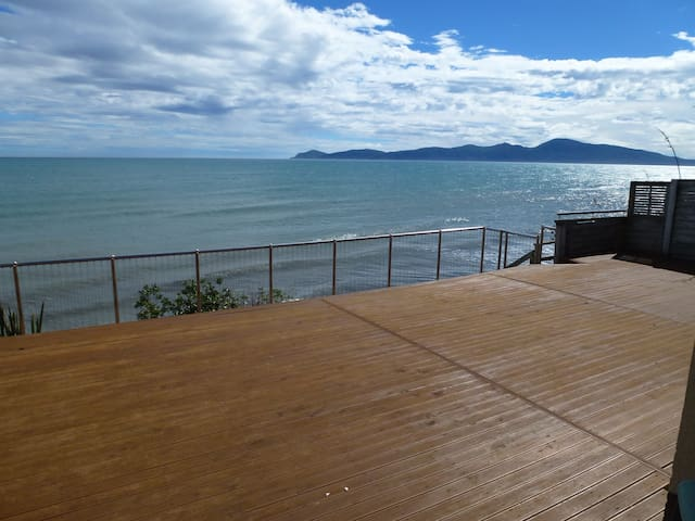 Gatsby by the Sea Luxury B & B absolute waterfront - Paraparaumu - House