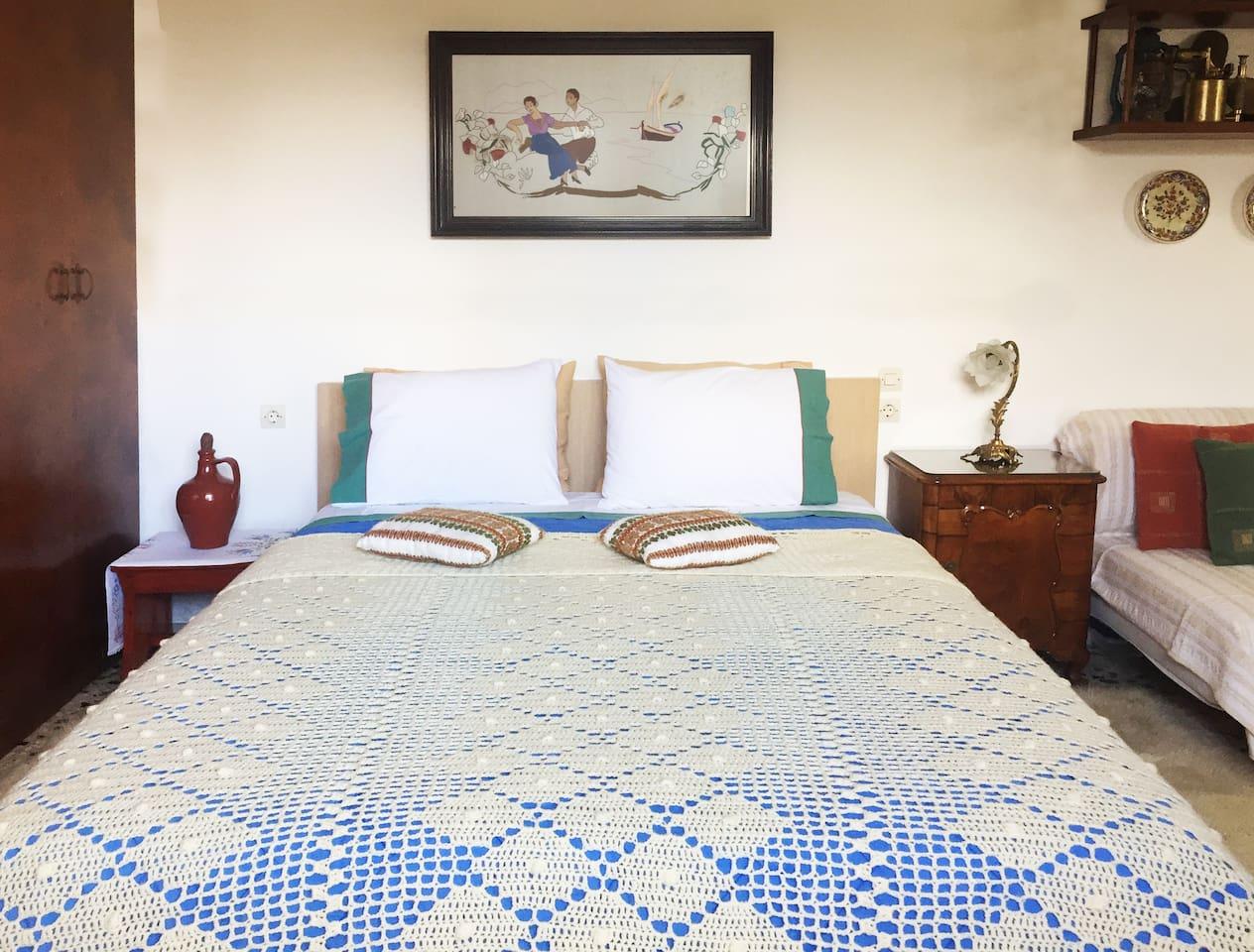 Double bed in studio, Arcadia