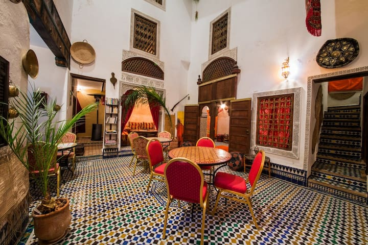 Riad Dar TAMO Triple Room - Baldaquin - Fès - Bed & Breakfast