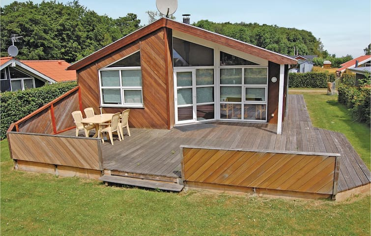Holiday cottage with 3 bedrooms on 78m² in Bjert
