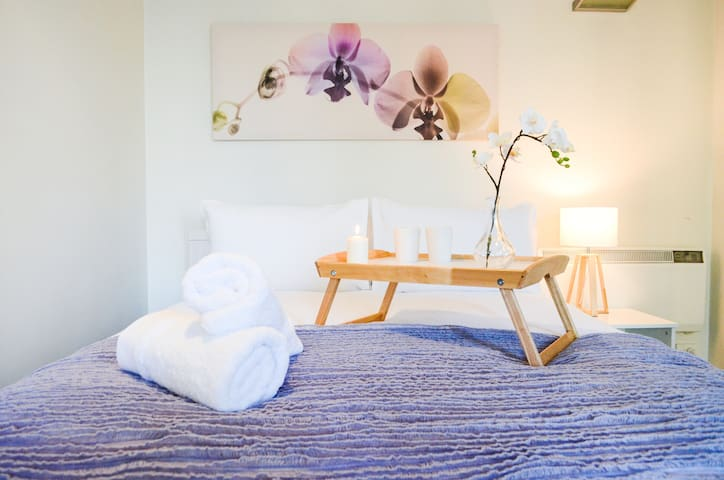 Lilac Orchid - ideal location, heated rooftop pool