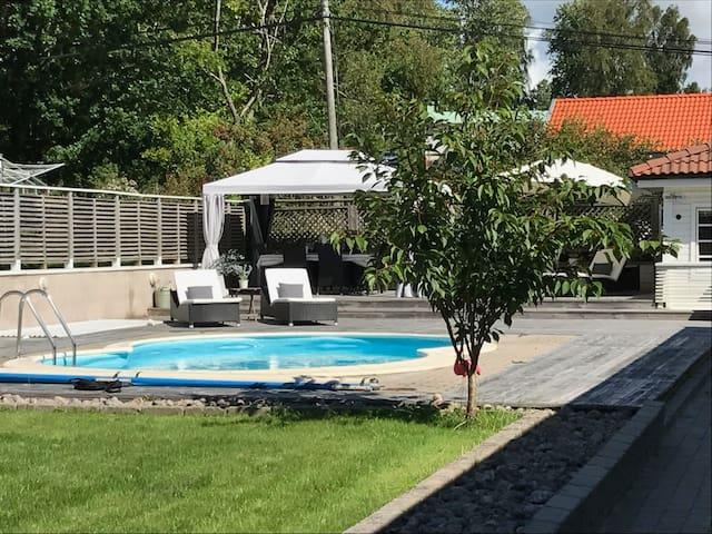 Spacious house with swimmingpool near the ocean