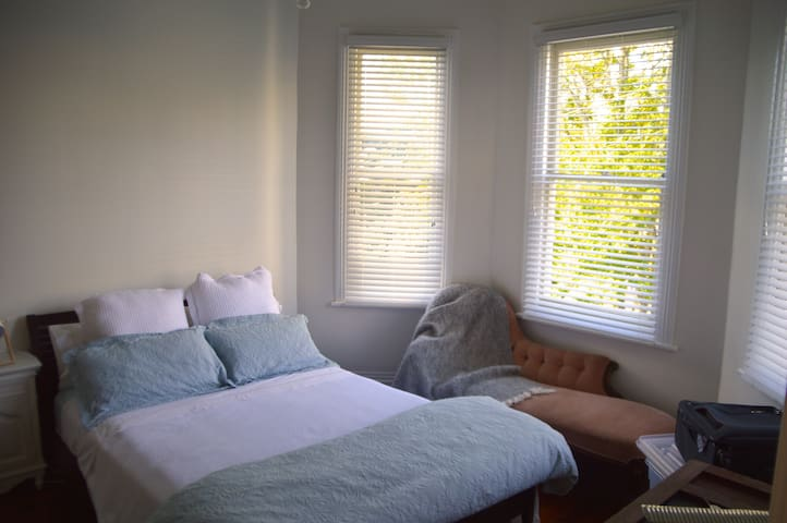 Large Double Room - Kingsland - Auckland - Villa
