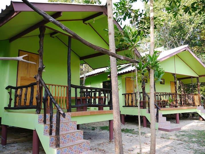 Mata Guesthouse_Green bungalow