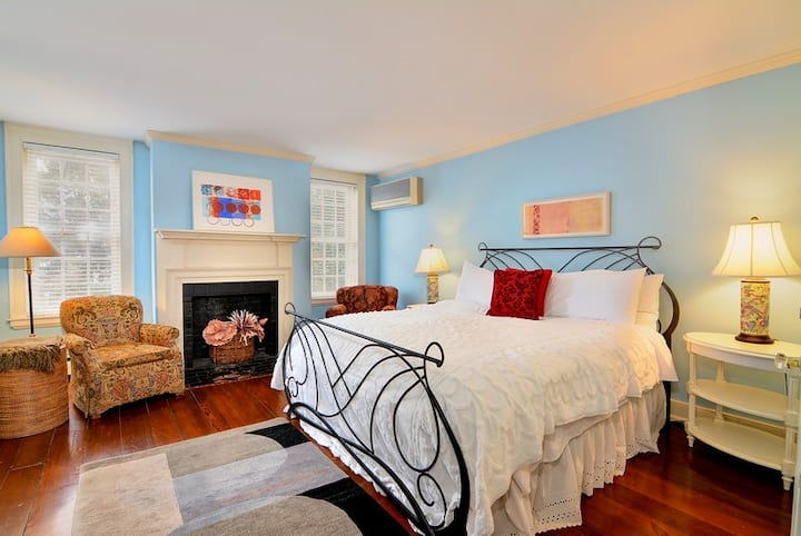 Bartlett Pear Inn, Concorde King Suite