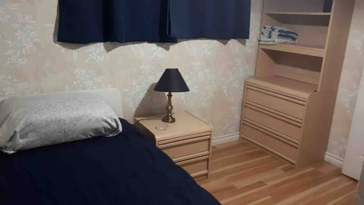 2 Comfy luminous room near MacMaster University