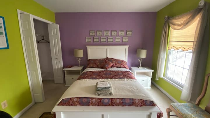 Private & clean room in quiet family home (5)