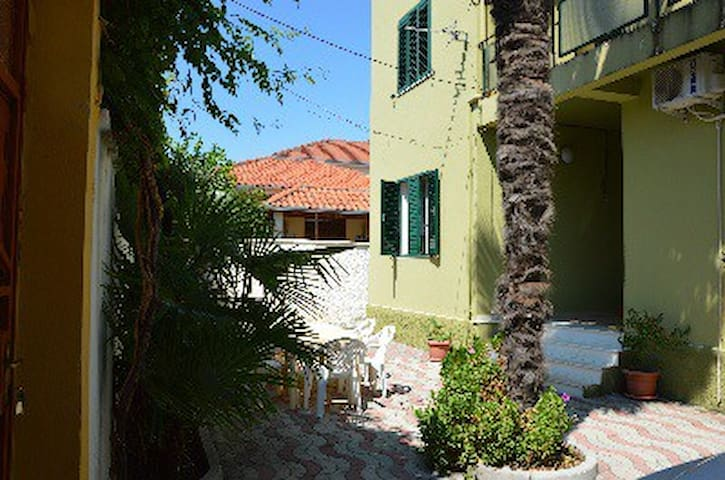 Villa/apt with garden and garage - Shkodër - Huis