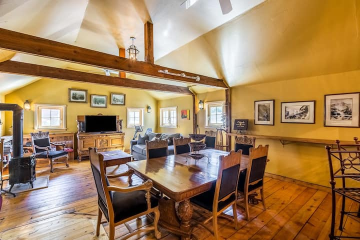 Beautiful Minturn Apartment. Minutes to Vail.