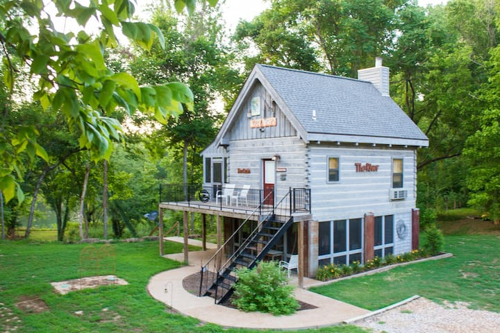 White River TreeHouse Cabin