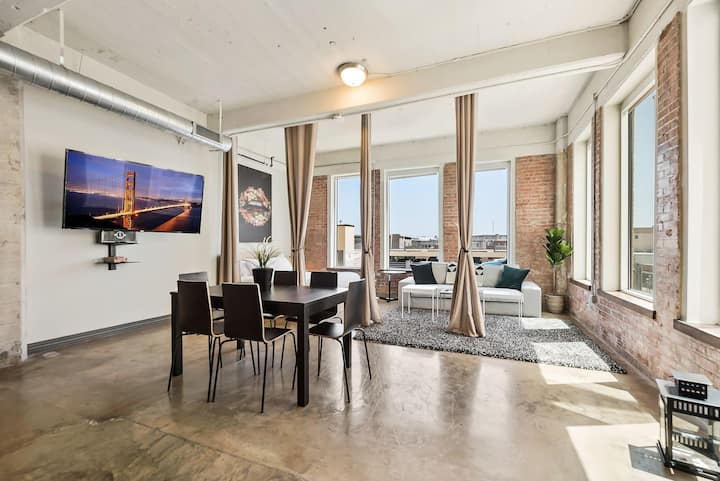 Jurny | Convention Center | Touchless 3bd Prime Location