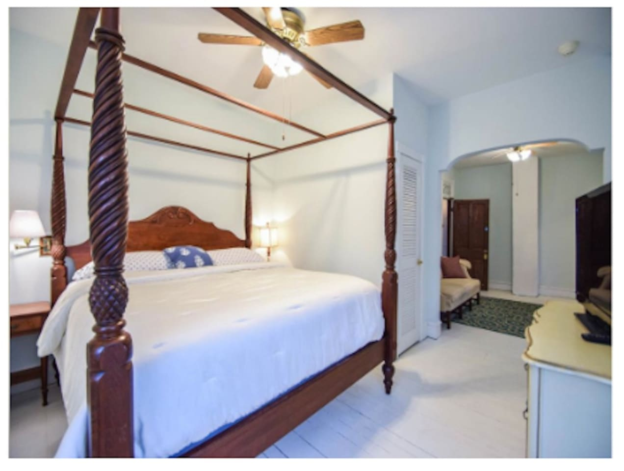 The Homer Room features a king size bed, sitting area and private bathroom