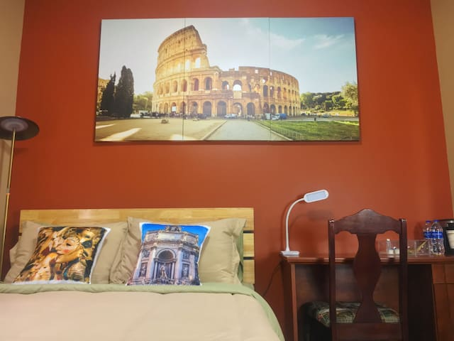 *Roman Holiday* UCF| Dine-In Kitchenette + Library