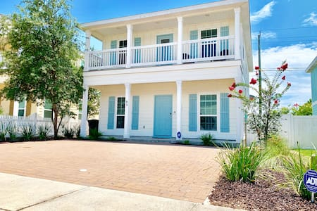 Inlet Beach/Lake House. Walk to Rosemary.