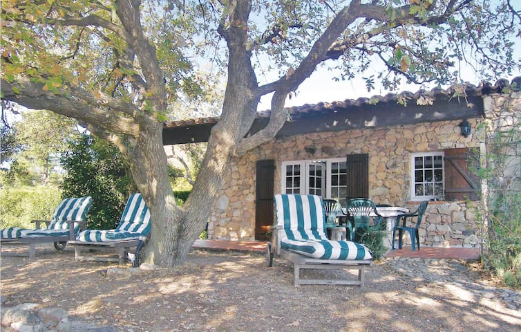 Nice home in Grimaud with 2 Bedrooms and WiFi