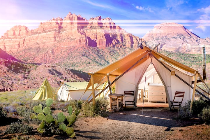 Under Canvas Zion - Safari with King Bed
