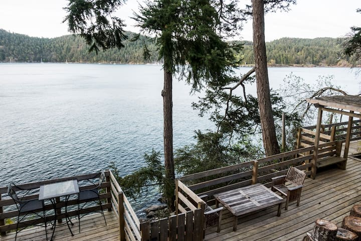 Shangrila waterfront vacation home(king suite 1)