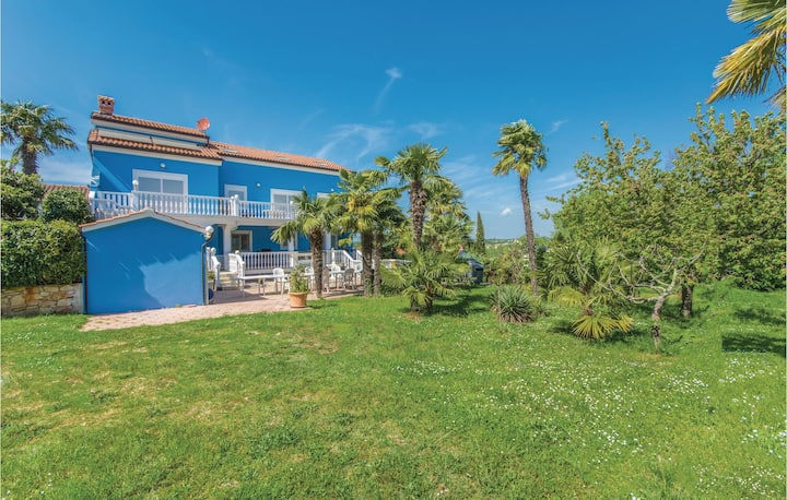Amazing home in Novigrad with WiFi and 3 Bedrooms