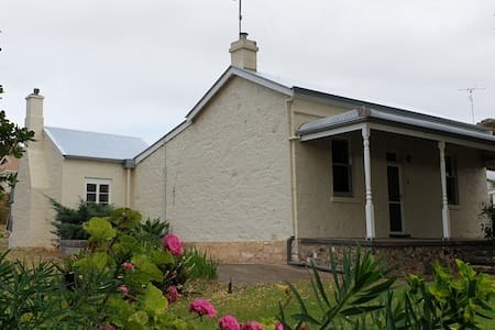 Karrawirra Cottage -  self contained and stylish