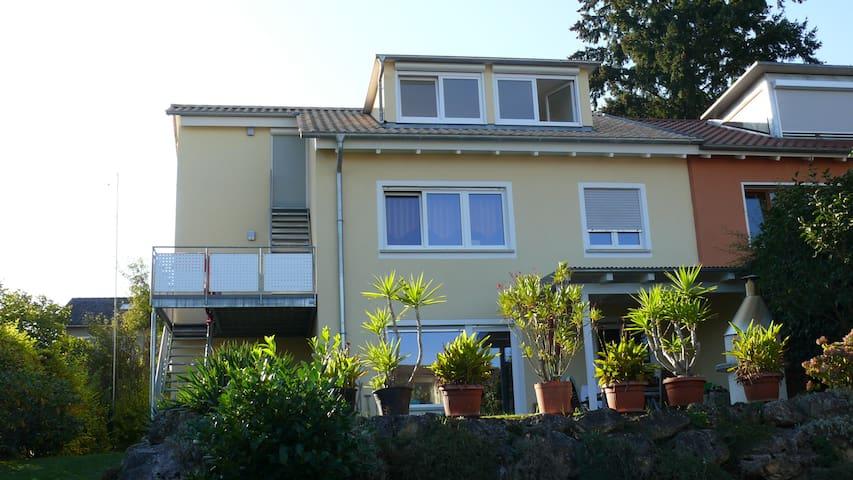 Doppelhaushälfte am Bodensee mit großem Garten - Konstanz - Σπίτι