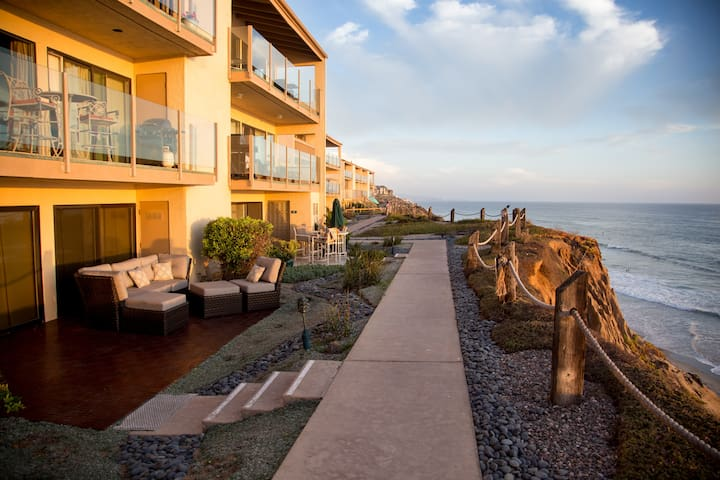 WOW! Stunning Oceanfront 2 Bedroom Condo! - Solana Beach