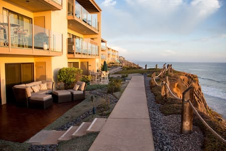 WOW! Stunning Oceanfront 2 Bedroom Condo! - Solana Beach - Kondominium