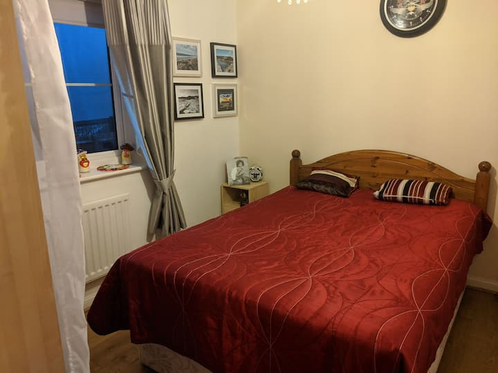 Peaceful double room close to  Gower peninsula