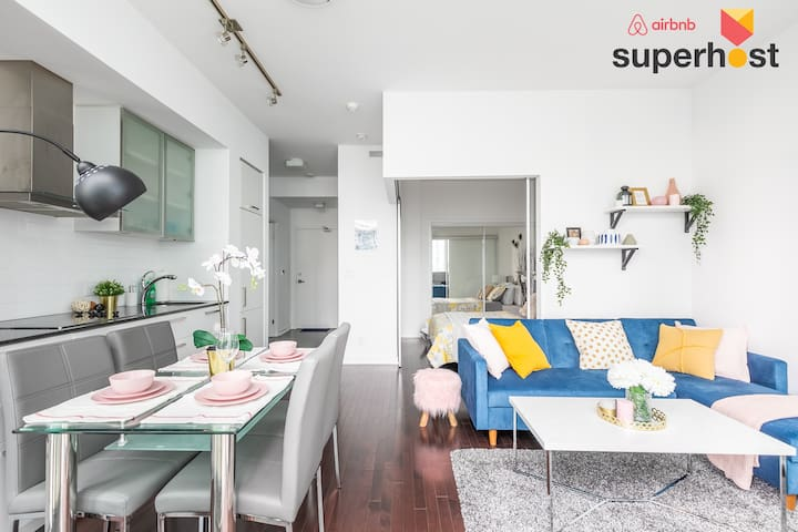 ☆ Skytrees Condo @ Union Station +FREE parking ☆