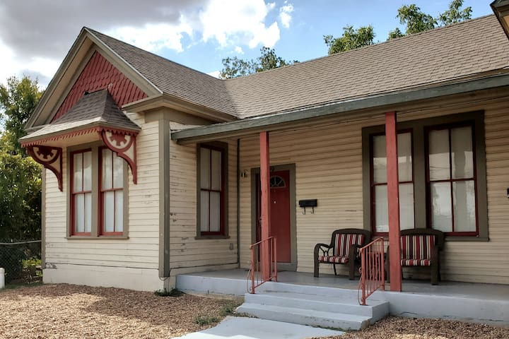 Downtown San Antonio Cozy Cottage
