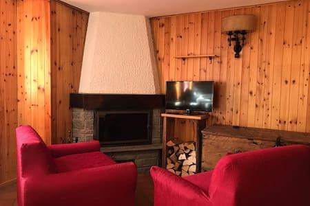 Casa con magnifica vista a Estoul - Estoul - Rumah