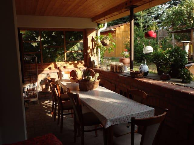 Apartmán s terasou a zahradou nad vinným sklepem
