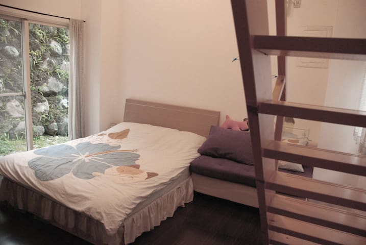 藍頂屋民宿- Akei草地綠(4人房) - Puli Township - Bed & Breakfast