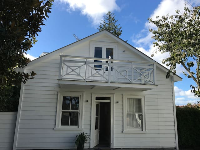 Western Springs Villa to Auckland(Guest House)
