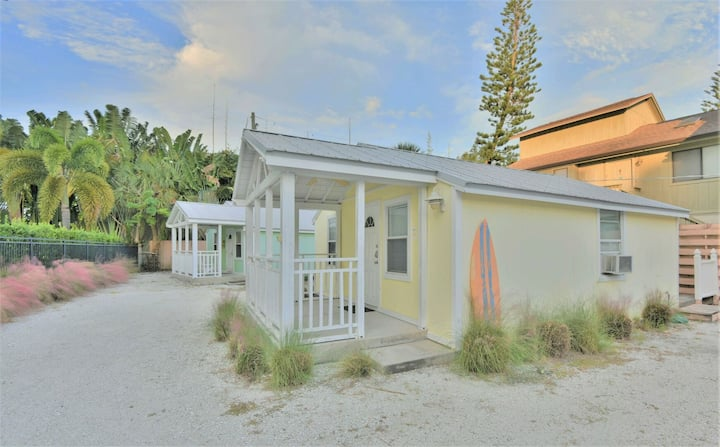 Charming Beach Cottage Steps to Siesta Beach and Village Shops and Restaurants
