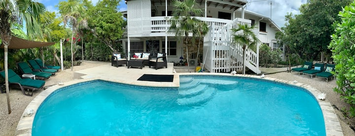 House By Grace Beach-2b/1b,for 5,AC,pool,reef,Wifi