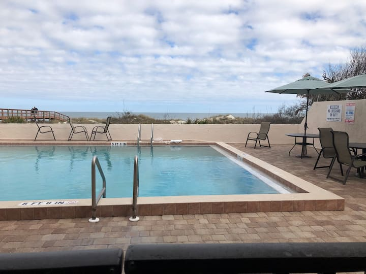 101Ocean front condo with heated pool