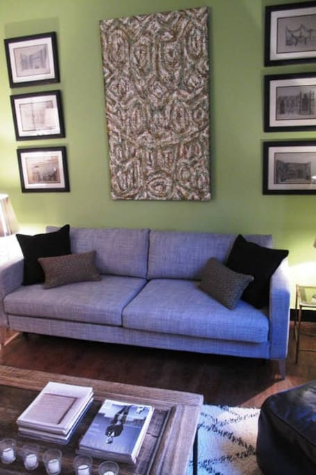 LIVING ROOM WITH SOFA BED SALON AVEC CANAPE LIT