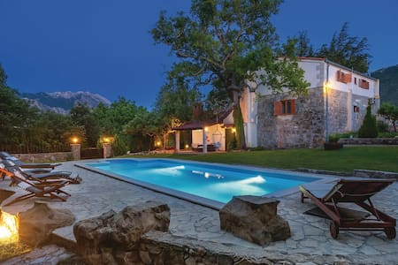 Villa Vesna - idyllic garden, large swimming pool - Slime
