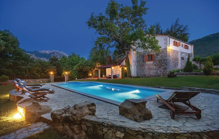 Villa-Isolation, Nature, Beautiful Garden and Pool