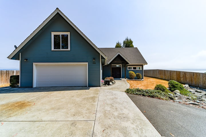 Beautifully updated bright bay view home with vaulted ceilings and huge deck