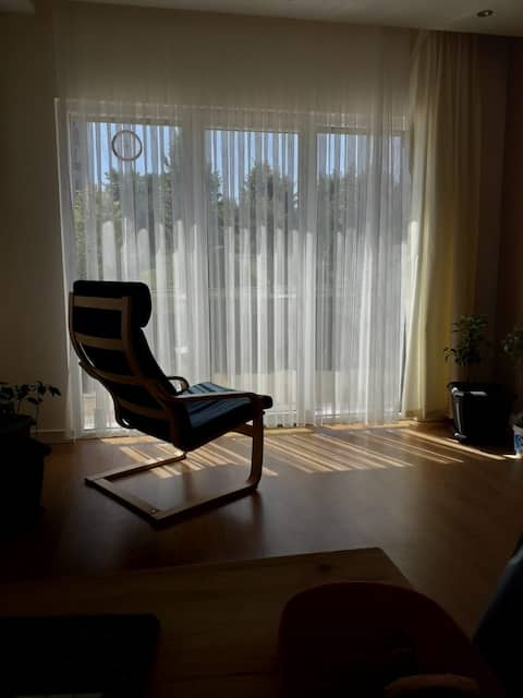 Modern apartment 5 mins toAirport with forest view