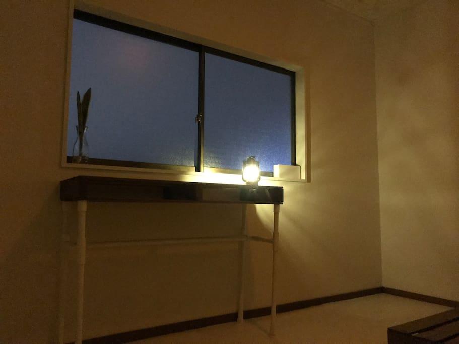 2階の一部屋がゲストさん用。真っ白で落ち着くお部屋にしました。