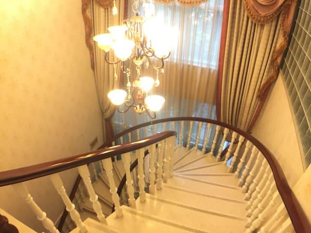 旋转楼梯是否圆了你心中的公主梦
